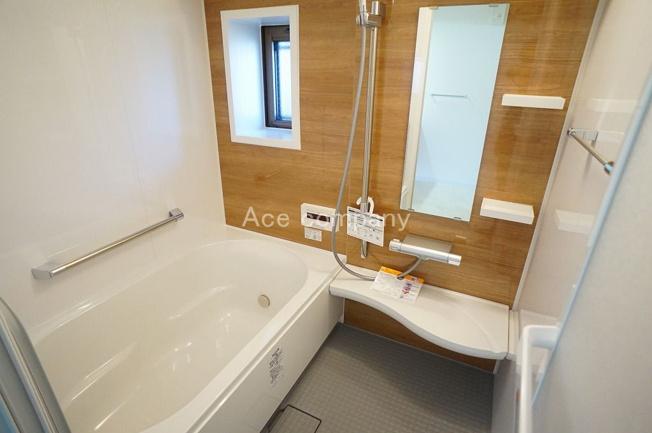 バス一式、浴室乾燥機新調☆嬉しい追炊機能完備☆窓もあります☆