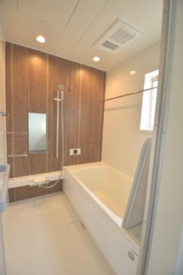 洗濯物を干し乾燥できる、ランドリーパイプと浴室乾燥暖房機付きです。