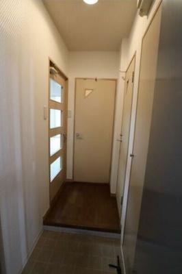 玄関です(同物件別号室参考写真です)