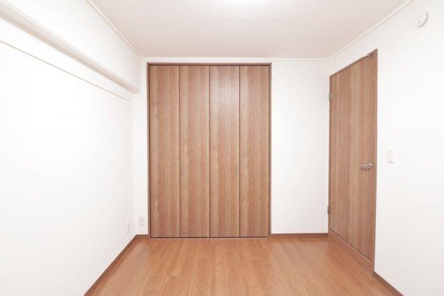 【現地写真】 リビング以外の居室、豊富な収納も魅力の一つです♪♪