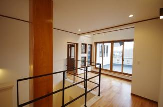 2階廊下、奥サンルーム