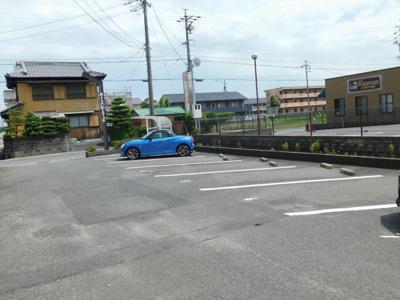 【駐車場】アムールラフィーネB