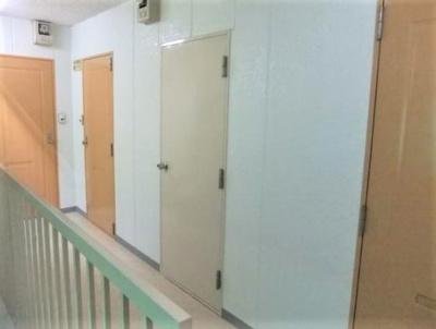 玄関の外側。内廊下です。