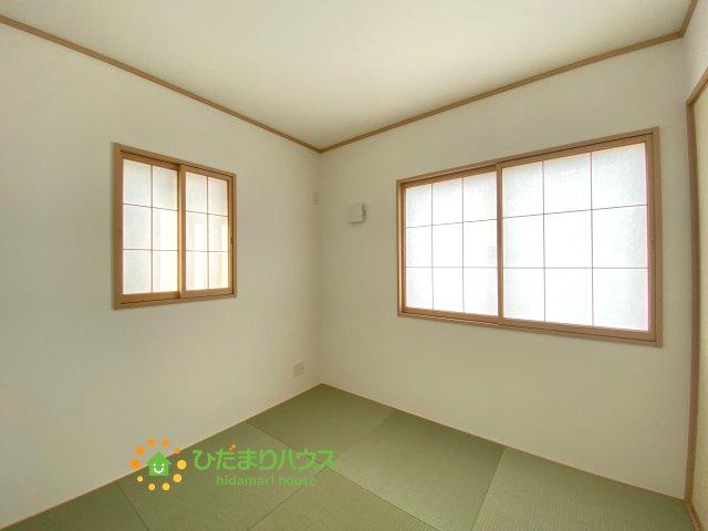 お子様のお昼寝屋家事のスペースとしても♪マルチにお使いいただける空間です。
