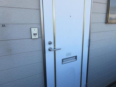 収納もある玄関です