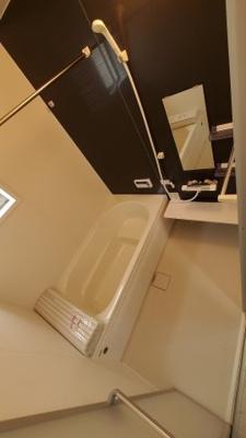 落ち着いた空間のお風呂です:建物完成しました♪♪毎週末オープンハウス開催♪八潮新築ナビで検索♪