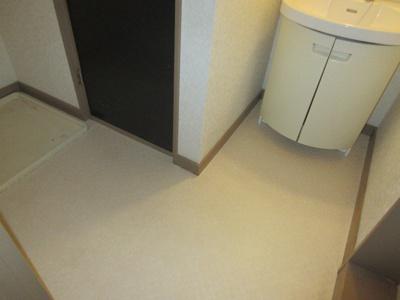 洗面所の床も張り替えました♪清潔感溢れる空間(*^-^*)