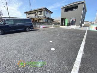 駐車スペースは4台分ご用意しております!!