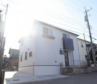グランファミーロ リ・スタイル四街道池花  駐車3台可能で、お庭もございます。外壁、屋根とリフォーム済みなので新築のような外観です♪