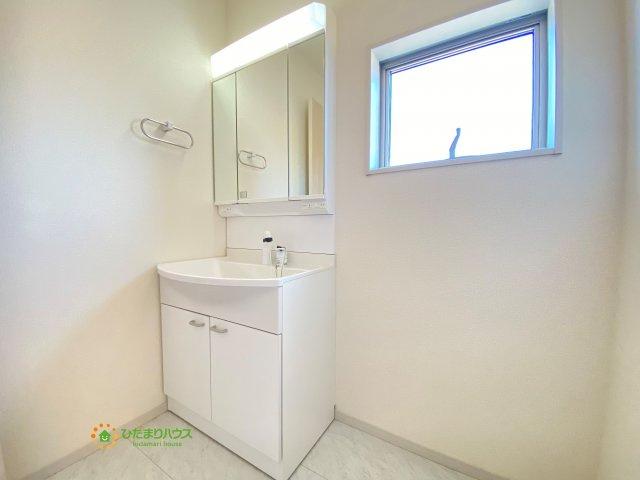 鏡の後ろは収納棚!!散らかりがちな洗面所もスッキリ♪
