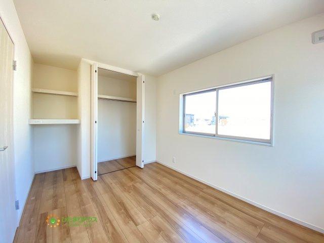 各部屋収納がございますので大きな収納家具を買い足さずに済みそうです。