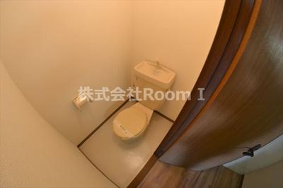コンパクトで使いやすいトイレです 反転