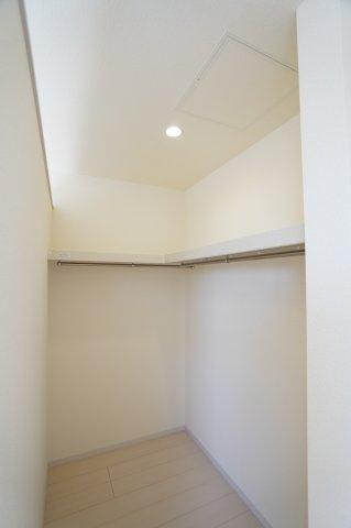 2階8.5帖 お洋服やバックなどの小物もすっきり片付けられます。