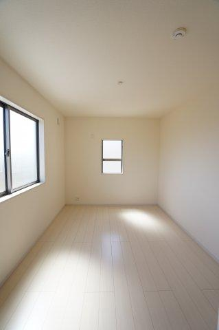 2階6.75帖 南向きで明るいお部屋です。