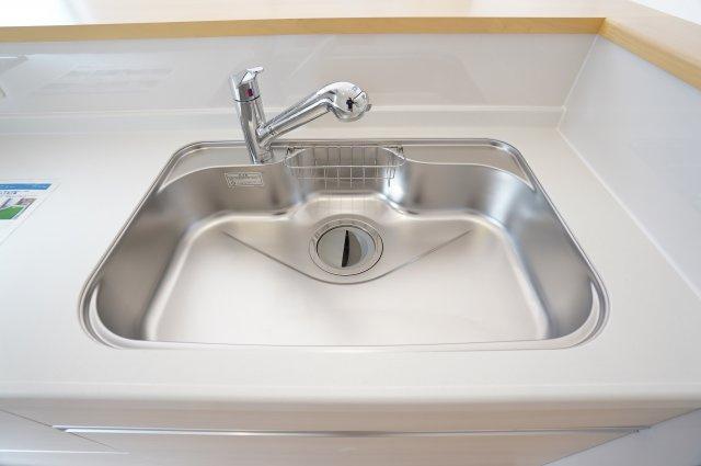 浄水器付きの水栓でいつでもおいしいお水を飲むことができますよ!