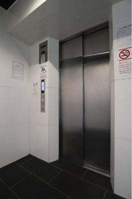 重い荷物の日も楽々移動できるエレベーター付きです。