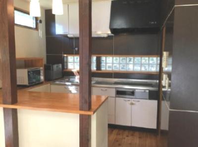 キッチンは平成14年に交換しましたが、現オーナーがオール電化に変更した際にIHクッキングヒーターに交換しました。