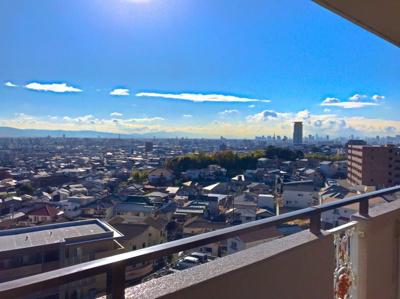 バルコニーからの眺望です♪天気の良い日は遠くまで見えて気持ちが良いです♪