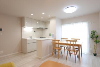 こちらの居間で趣味の時間をお楽しみください 吉川新築ナビで検索