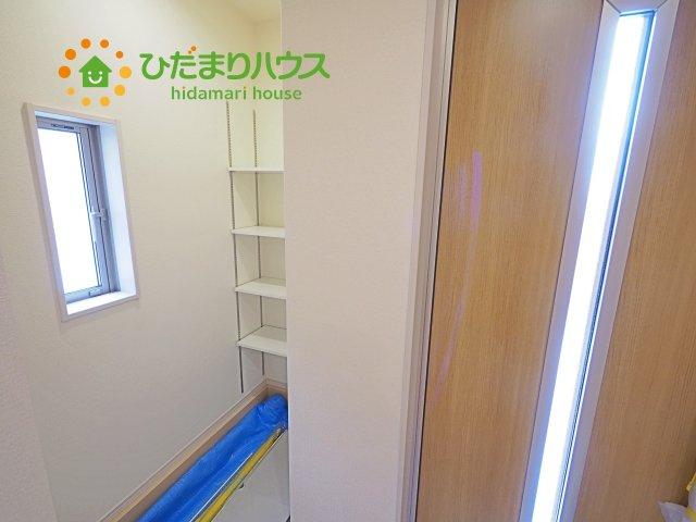 シューズインクローゼットは、靴以外にもゴルフバックやベビーカーを置くことができ、 散らかりがちな玄関もスッキリします。