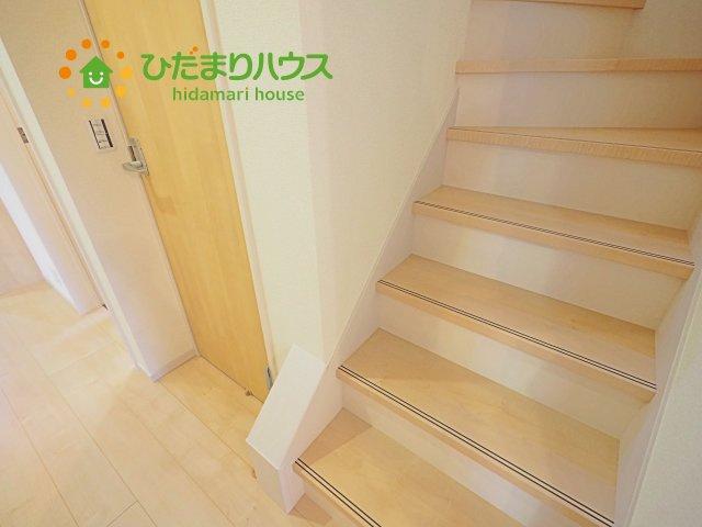 手擦り付きで安全な階段です^^