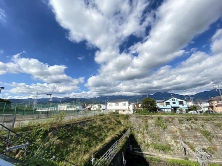 北側の丹沢が望めます。