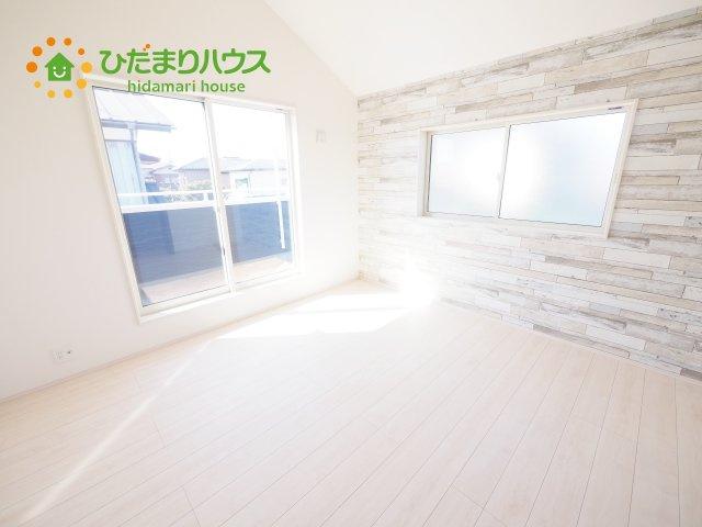気品のある柄のアクセントクロス♪寝室をおしゃれに演出してくれます(*^^*)