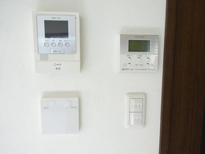 床暖房スイッチ・オートバス操作パネル・TVモニター付インターホン