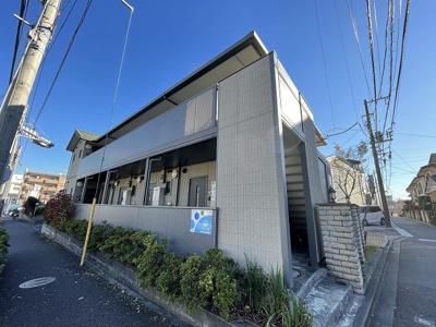 横浜線「鴨居」駅より徒歩圏内♪「中山」駅にアクセス可能な最寄りバス停より徒歩1分の2階建てアパート!雨の日の通勤やお出かけもバス利用でスムーズです♪