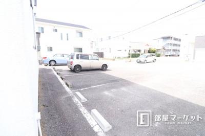 【駐車場】リバーストーン