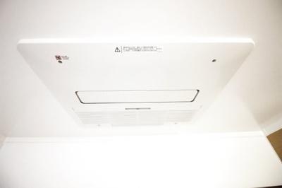 《浴室暖房乾燥機》があるので乾かなかった洗濯物もその日のうちに乾かせます。