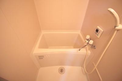 清潔感あふれるお風呂です。