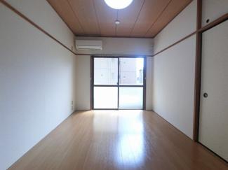 南向きのお部屋となっておりますので、十分に光が差し込みます。