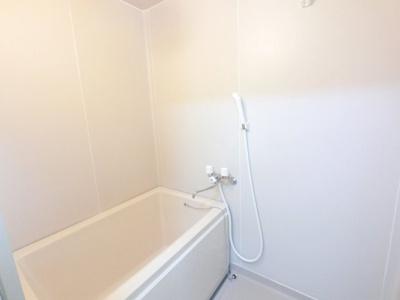 一人暮らしにうれしい広さのお風呂です。