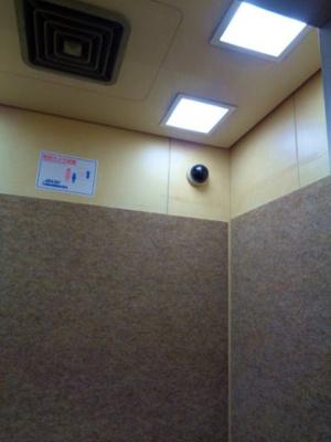 エレベーター内 防犯カメラ