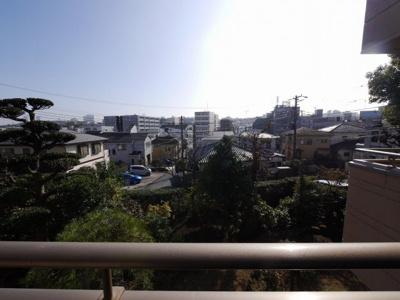 バルコニーからの眺望・南向き・陽当たり良好です。