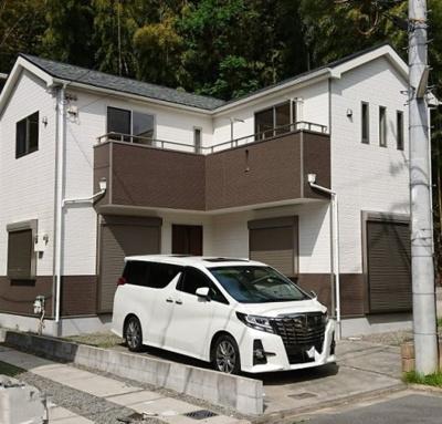 平成27年10月建築!!駐車スペース2台分!!お庭もあります(*^_^*)