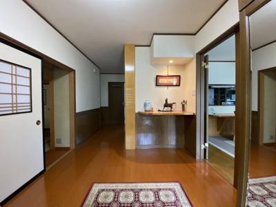 【玄関】米沢市大字川井 2階建て中古物件