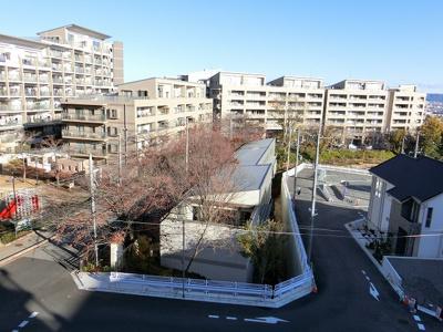 【現地写真】隣接した大きい建物がないので、空を広く見ることができます♪