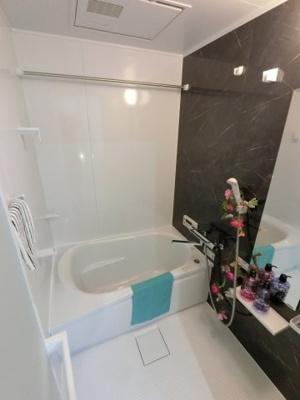 お湯はり機能付のユニットバスです。 浴槽もピカピカで気持ちよく入浴できます♪
