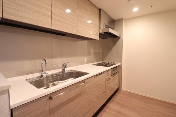 【キッチン】ディスポーザー付き、システムキッチン!!収納も豊富でとても便利です。