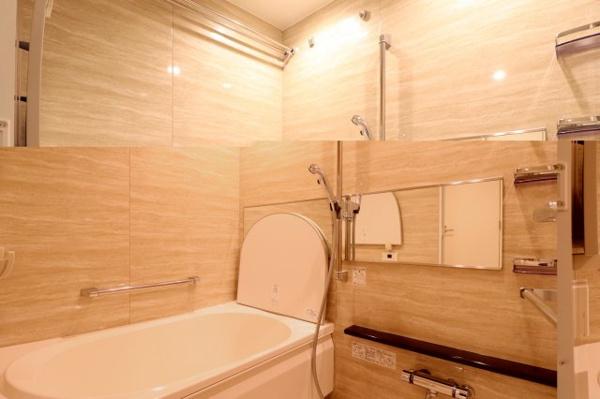 【風呂】心身の疲れを癒すリラクゼーションを満喫できる浴室。優雅な雰囲気に包まれて入浴でき、すべてを忘れてヒーリングタイムに浸れます。