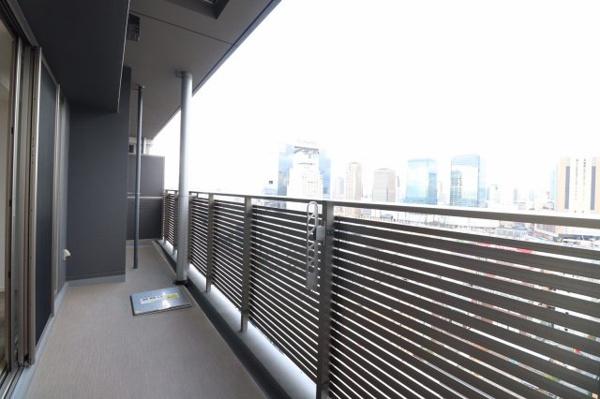 【バルコニー】前には高い建物がなく、辺りも見渡せ陽当たり・通風も良好です。