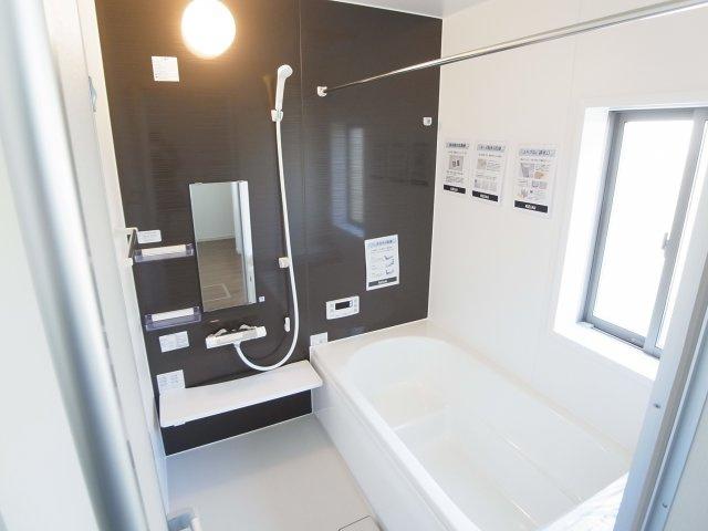 現地写真 1坪サイズのゆったりお風呂は省エネ給湯器で沸かすので体にもお財布にもあたたかです♪