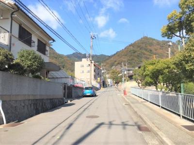 前面道路は6mあります。