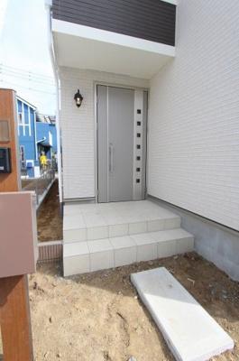 ゆったりとした玄関です:建物完成しました♪♪毎週末オープンハウス開催♪八潮新築ナビで検索♪