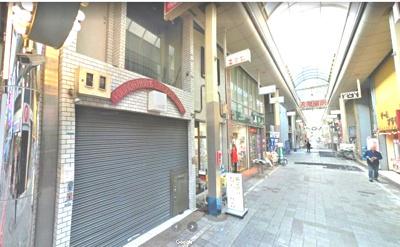 【外観】堺東駅から4分!駅前商店街に面する3階建て店舗 約19坪
