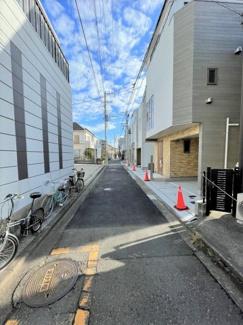 【前面道路含む現地写真】横浜市鶴見区下末吉3丁目D 新築戸建て