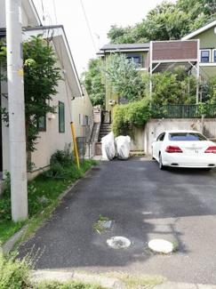 お車縦列ですが2台駐車可能です。