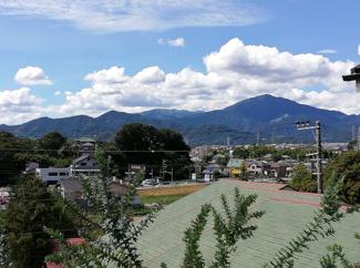 2階からは丹沢の山並みを見ながら生活できます。